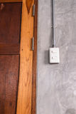 Белая пластичная панель переключателя на стене стиля просторной квартиры Стоковые Изображения RF
