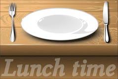 Белая плита с столовым прибором на обеденном столе обед гинеи предпосылки смешной над белизной времени портрета свиньи Стоковое Изображение RF