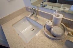 Белая раковина ванной комнаты Стоковые Изображения RF