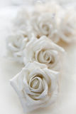 Белая роза, деталь свадебного пирога - съемка макроса Стоковое Фото