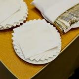 Белая салфетка квадратного бара на линии шведского стола Стоковая Фотография RF
