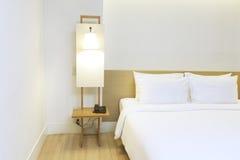 Белая спальня стоковое изображение rf
