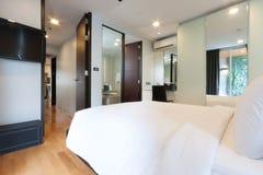 Белая спальня стоковое фото rf