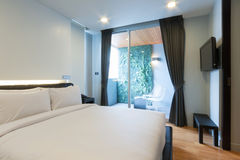 Белая спальня стоковые изображения rf