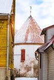 Белая старая башня в Parnu, Эстонии Стоковое Фото