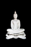 Белая статуя Будды на черной предпосылке с путем клиппирования Isol стоковые изображения