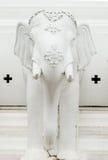 Белая статуя elephat стоковые изображения