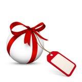 Белая сфера с красным смычком и пустым талоном подарка иллюстрация вектора