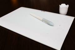 Белая таблетка графиков ручки Стоковая Фотография
