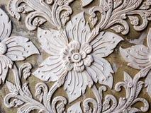 Белая тайская стена штукатурки искусства в тайском виске Стоковые Изображения