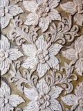 Белая тайская стена штукатурки искусства в тайском виске Стоковое Изображение RF