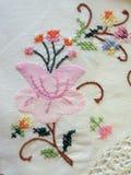 Белая ткань с цветками Стоковая Фотография RF