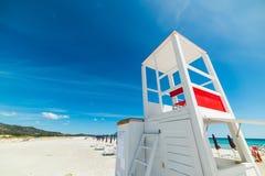 Белая хата личной охраны в пляже Cinta Ла Стоковые Изображения RF