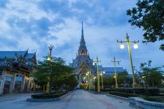 Белая часовня на Wat Sothonwararam Стоковые Фото