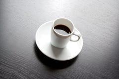 Белая чашка с черным кофе Стоковое Фото