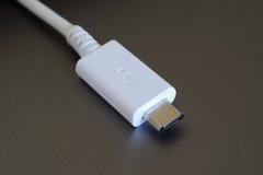 Белая штепсельная вилка USB micro Стоковые Изображения