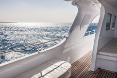 Белая яхта в море Стоковое фото RF