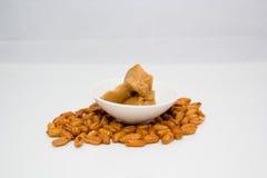 белизна арахиса масла падения масла предпосылки стилизованная Стоковые Фотографии RF