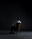 белизна бизнесмена предпосылки кресла сидя Дело и концепция офиса Стоковые Изображения