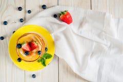 белизна блинчиков еды предпосылки традиционная Стоковое Изображение RF
