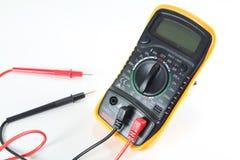 белизна вектора вольтамперомметра предпосылки цифровой изолированная иллюстрацией Стоковые Изображения RF