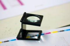 белизна вектора предпосылки стеклянной изолированная иллюстрацией увеличивая Стоковая Фотография