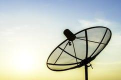 белизна вектора тарелки изолированная иллюстрацией спутниковая Стоковые Фотографии RF