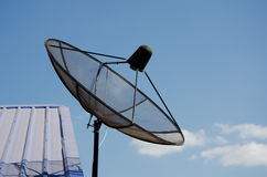белизна вектора тарелки изолированная иллюстрацией спутниковая Стоковое Изображение