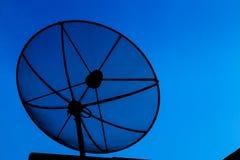 белизна вектора тарелки изолированная иллюстрацией спутниковая Стоковые Изображения RF
