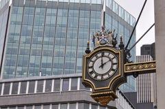 белизна вектора улицы часов предпосылки изолированная иллюстрацией Лондон Стоковое фото RF