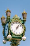 белизна вектора улицы часов предпосылки изолированная иллюстрацией Стоковая Фотография RF