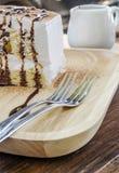белизна винтовательной доски десерта вишни сыра торта вкусная Стоковые Изображения RF