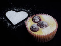 белизна винтовательной доски десерта вишни сыра торта вкусная Стоковое Фото
