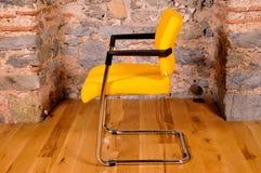 белизна вопроса офиса стула предпосылки изолированная мебелью Стоковые Фотографии RF
