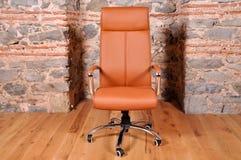 белизна вопроса офиса стула предпосылки изолированная мебелью Стоковая Фотография RF