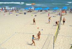 белизна волейбола предпосылки изолированная пляжем Стоковая Фотография RF