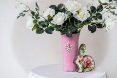 белизна воды вазы роз картины цвета предпосылки Стоковая Фотография RF