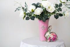 белизна воды вазы роз картины цвета предпосылки Стоковое Изображение