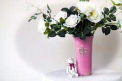 белизна воды вазы роз картины цвета предпосылки Стоковые Изображения RF