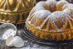белизна губки предпосылки изолированная тортом Стоковое Фото
