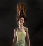 белизна девушки летания предпосылки изолированная волосами Стоковое Изображение
