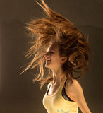 белизна девушки летания предпосылки изолированная волосами стоковые изображения