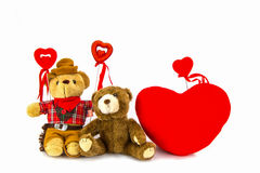 белизна игрушечного медведя предпосылки сердце принципиальной схемы над белизной Валентайн красного цвета розовой Стоковое Изображение RF