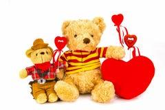 белизна игрушечного медведя предпосылки сердце принципиальной схемы над белизной Валентайн красного цвета розовой Стоковое Изображение