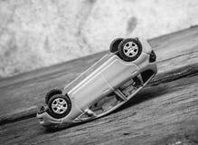 белизна игрушки аварии автомобилей автомобиля аварии изолированная стоковые изображения rf