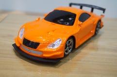 белизна игрушки предпосылки изолированная автомобилем стоковые фотографии rf