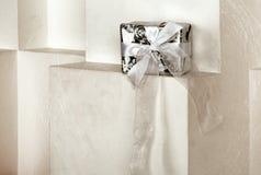 белизна изображения подарка коробки предпосылки 3d Стоковое Изображение
