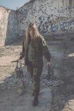 белизна изолированная девушкой воинская Стоковые Фото