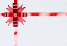 белизна изолированная смычком красная Стоковые Изображения