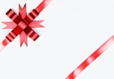 белизна изолированная смычком красная Стоковая Фотография